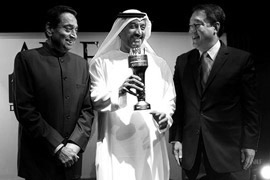 H.H. Sheikh Ahmed Bin Saeed Al Maktoum, Chairman, Emirates Airline & Group receiving the ABLF Global Asian Award 2013 from H.E. Kamal Nath, Union Minister of Urban Development and Parliamentary Affairs, Government of India, and H.E. Kittiratt Na-Ranong, Deputy Prime Minister and Minister of Finance, Thailand