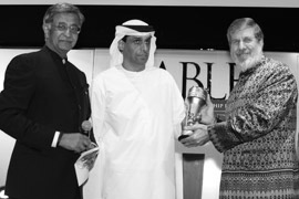 Mr William E. Heinecke, Chairman and CEO, Minor International, Thailand, receiving the ABLF Trailblazer Award 2013 from Mr B.N. Kalyani, Chairman, Kalyani Group and Bharat Forge Limited, India, and Mr Mohamed Eissa Al Refaei, Director of Business and International Relations, Abu Dhabi Chamber, UAE