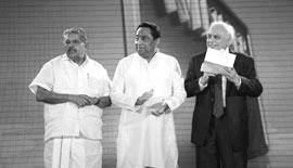 H.E. Vayalar Ravi, Union Minister of Overseas Indian Affairs, H.E. Kamal Nath, Union Minister of Urban Development and Parliamentary Affairs, and H.E. Kapil Sibal, Union Minister of Human Resource Development, Government of India (2009-2012) presenting trophies at the ABLF Awards 2011