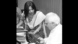 Ms Malini N. Menon, Founder & Managing Director, IEDEA, with H.E. Kapil Sibal, Union Minister of Human Resource Development, Government of India (2009-2012) for the Guruvar Awards 2010