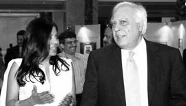 Ms Malini N. Menon, Founder & Managing Director, IEDEA, with H.E. Kapil Sibal, Union Minister of Human Resource Development, Government of India (2009-2012) at the India-UAE Knowledge Forum 2010